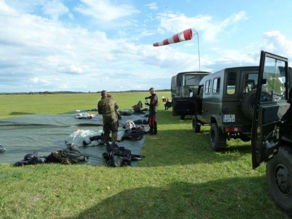 Trening spadochronowy 9 Pułku Rozpoznawczego na lotnisku Wilamowo!